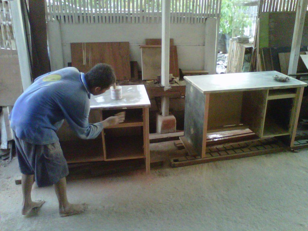 Jasa Pembuatan Meja Kayu Madura